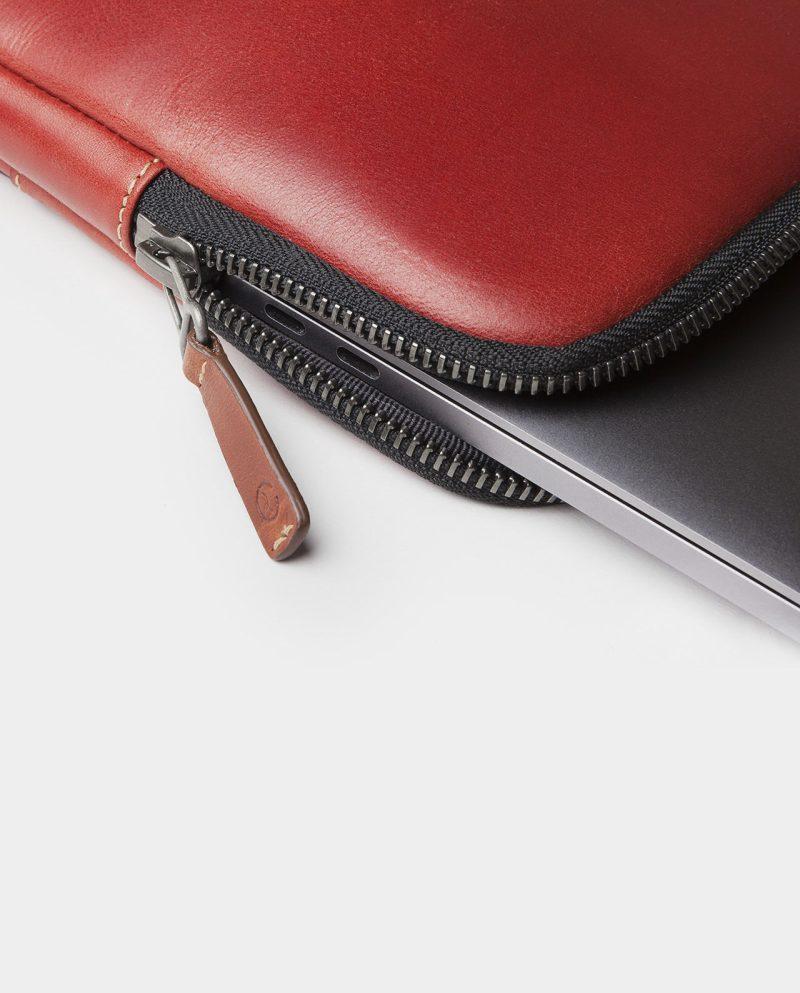 portafolios de piel rojo macbook cierre detalle