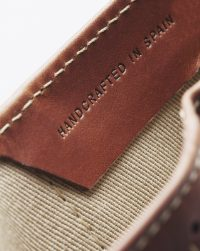 leather-wallet-brown-handcrafted-detail
