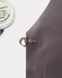 apron-leather-black-detail
