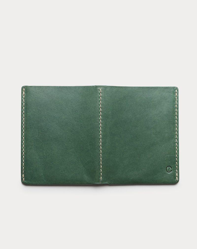cartera de piel verde abierta 1