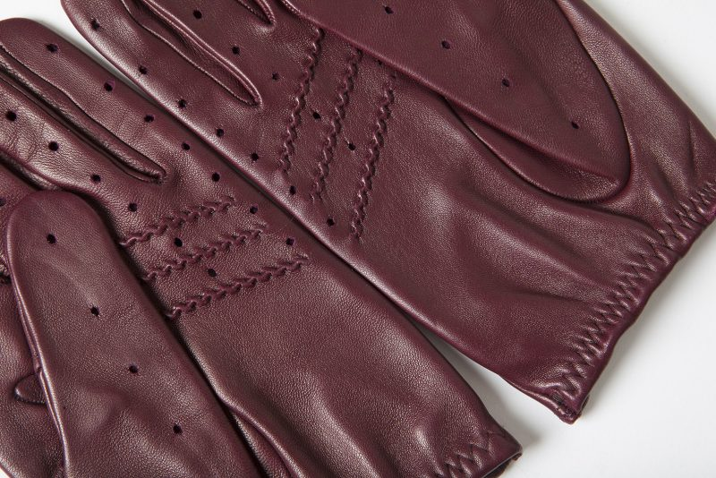 driving-gloves-burgundy-leather-detail