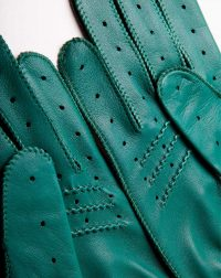 driving-gloves-leather-green-detail