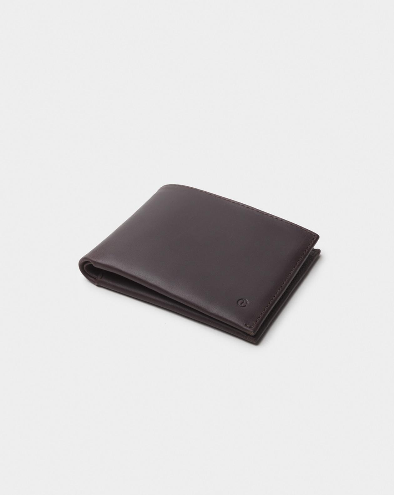 Billetera de piel marrón oscuro clásica