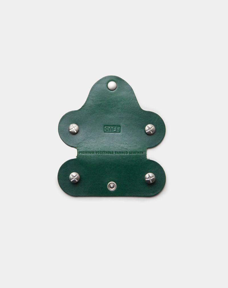 funda de piel verde para llaves abierta
