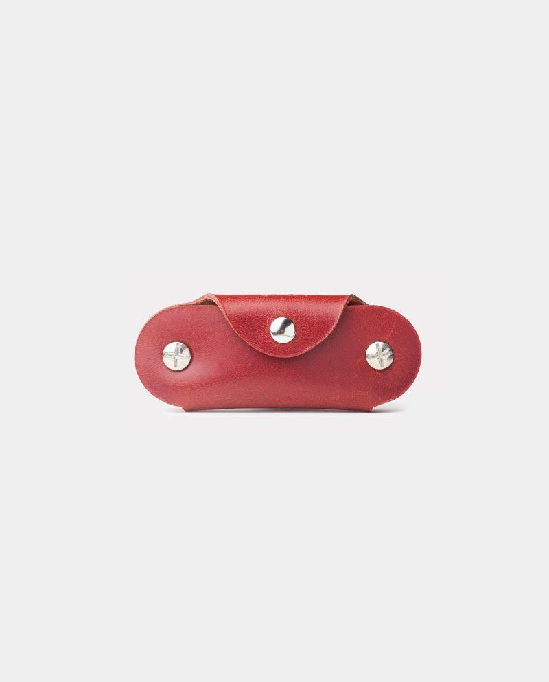 funda de piel roja para llaves cerrada