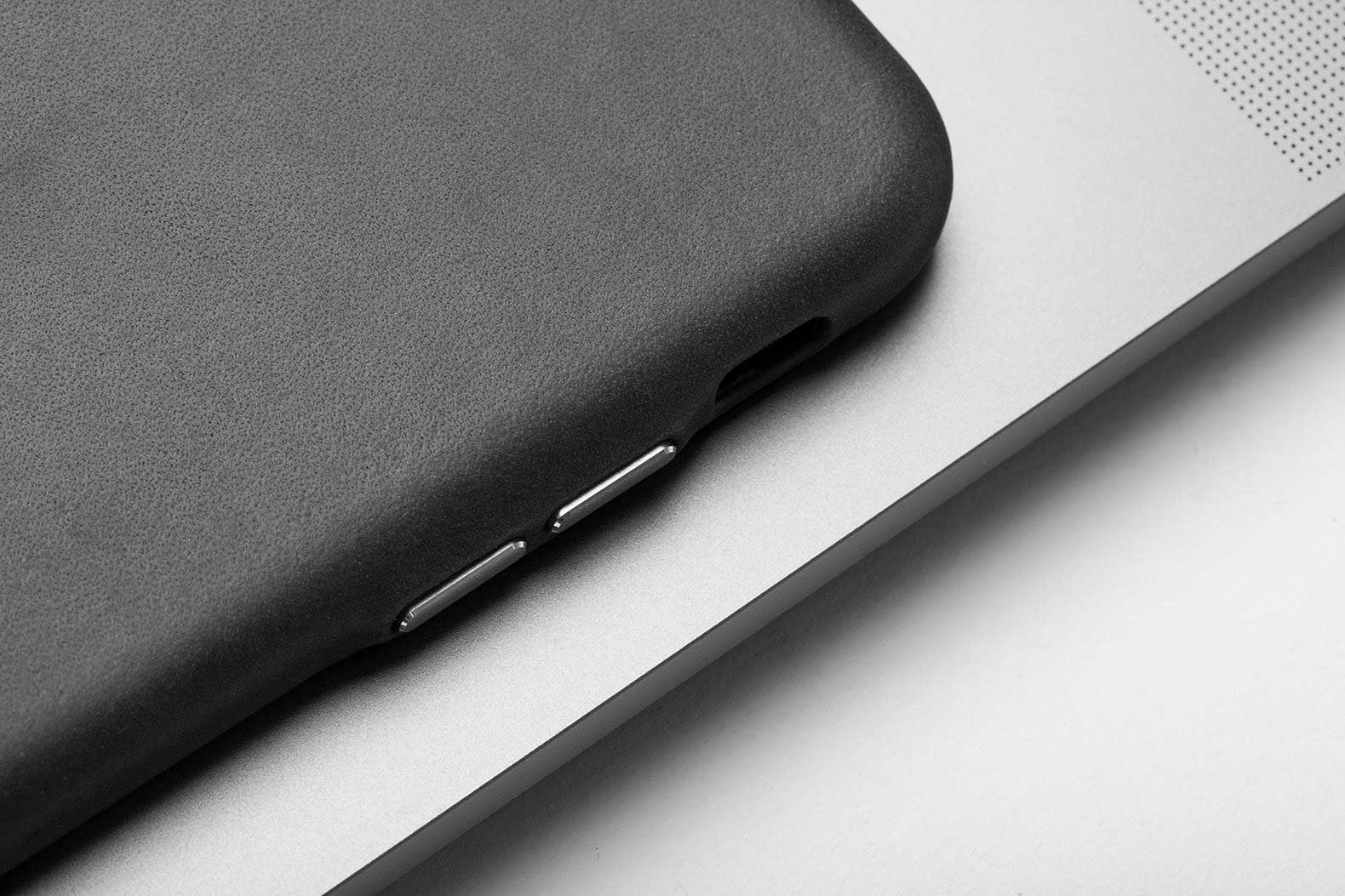 iphone-leather-case-black-and-white
