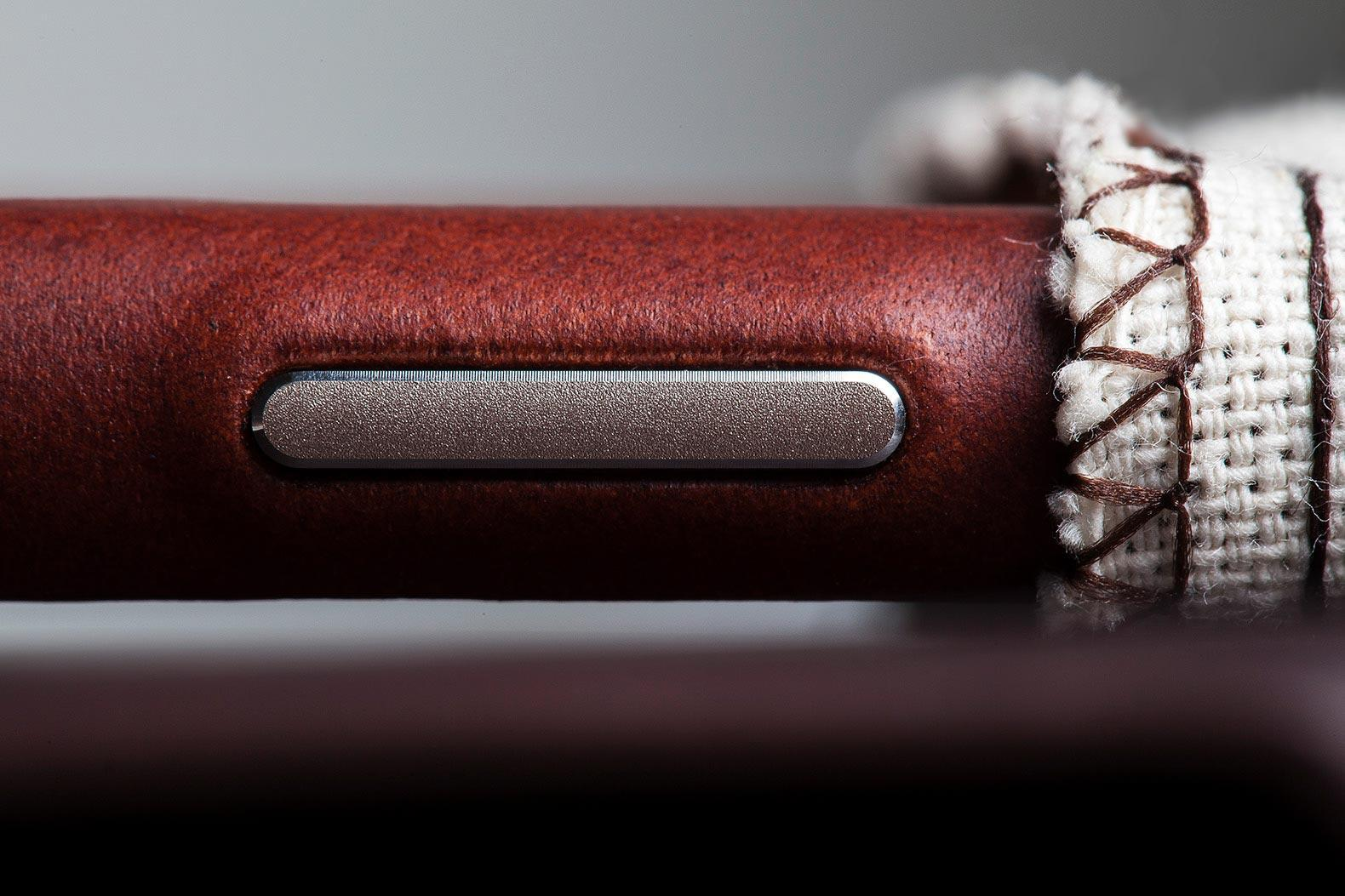 iphone-leather-case-button-detail