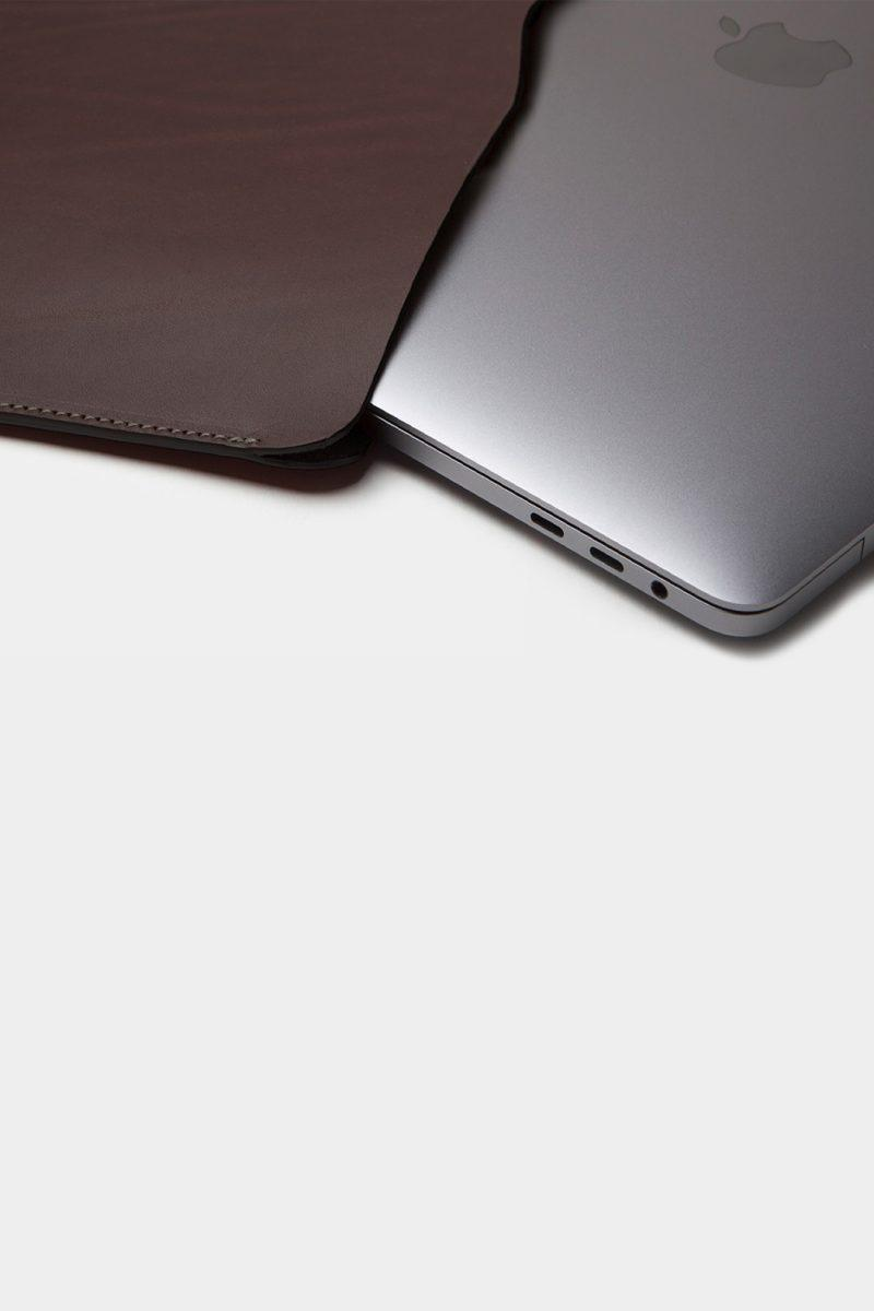 Leather macbook sleeve handcrafted by artisans in Spain.