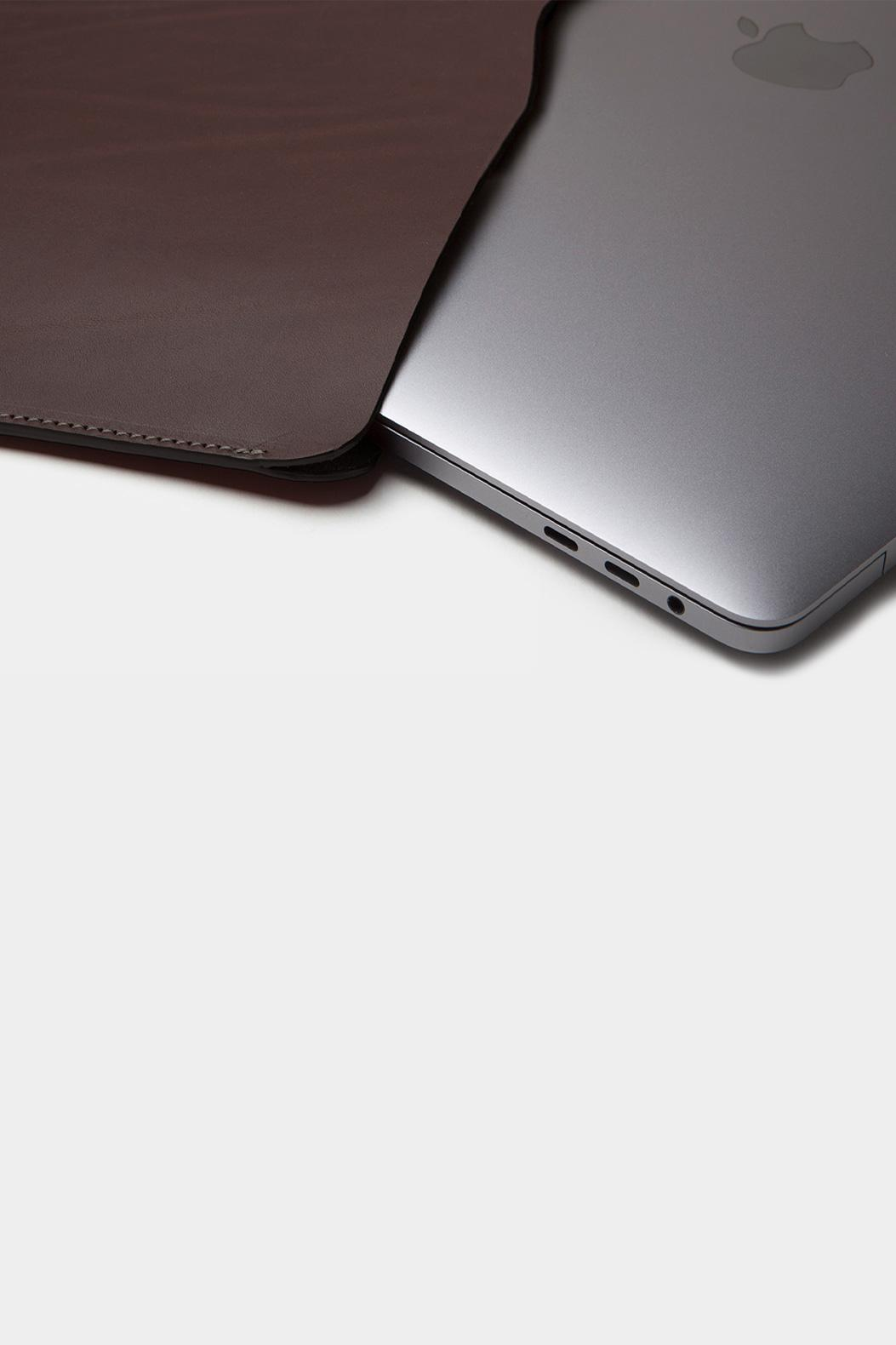 leather-sleeve-macbook-detail
