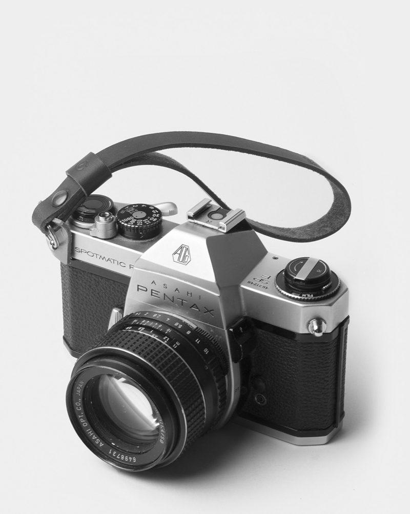wrist leather camera strap use