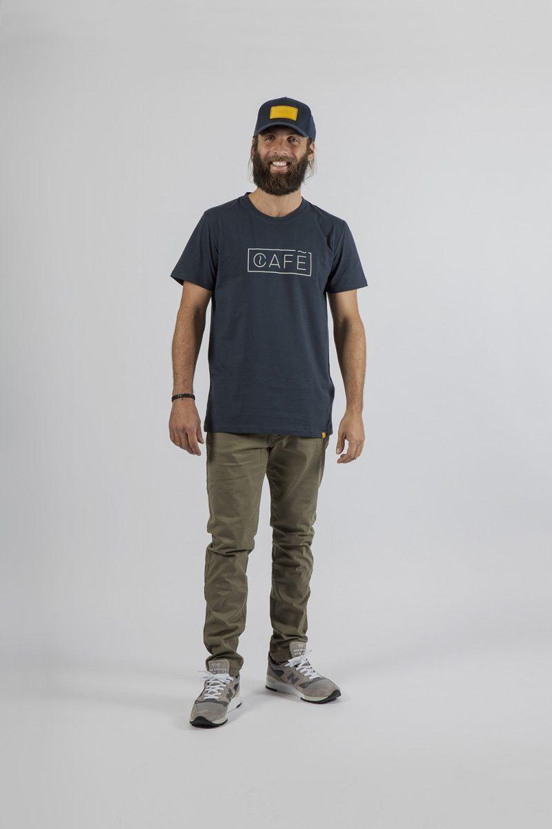 T-shirt in blue navy color made in Portugal with the best organic cotton. Belong to the first textile collection of Café Leather.