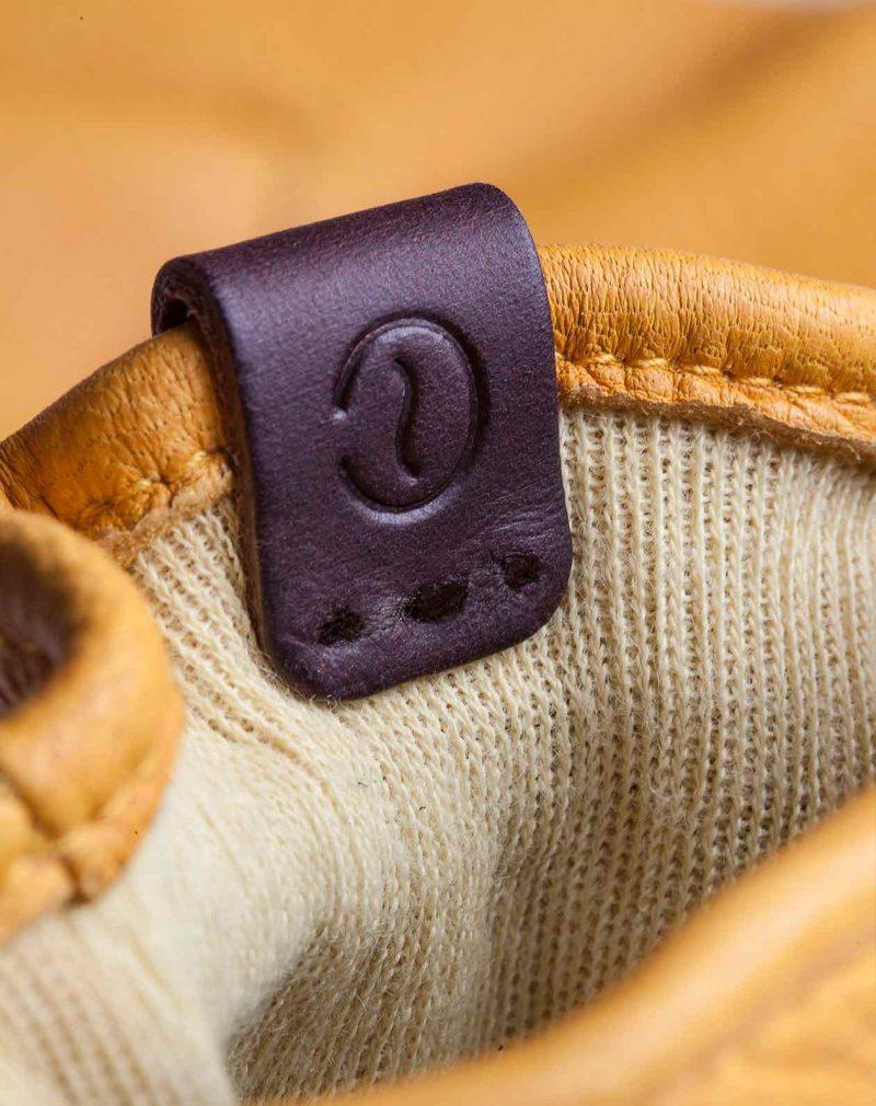 deerskin-gloves-yellow-leather-detail