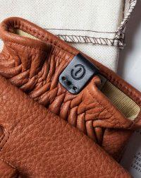 deerskin-gloves-brown-leather-tag-detail