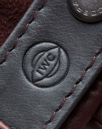 iwc-driving-gloves-red-detail-logo