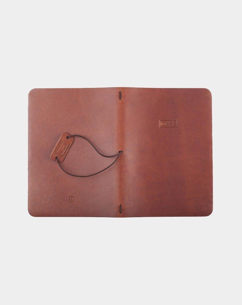 Cuaderno de notas con goma hecho en cuero