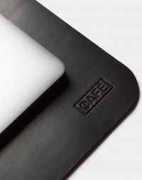 pad-black-leather-cafe-detail
