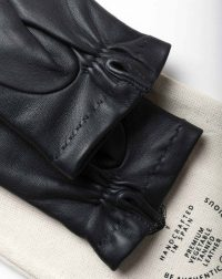 winter-gloves-all-black-wrist-detail1